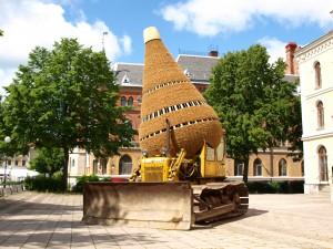 Portable excavating cocoon at OpenArt Orebro Schweden